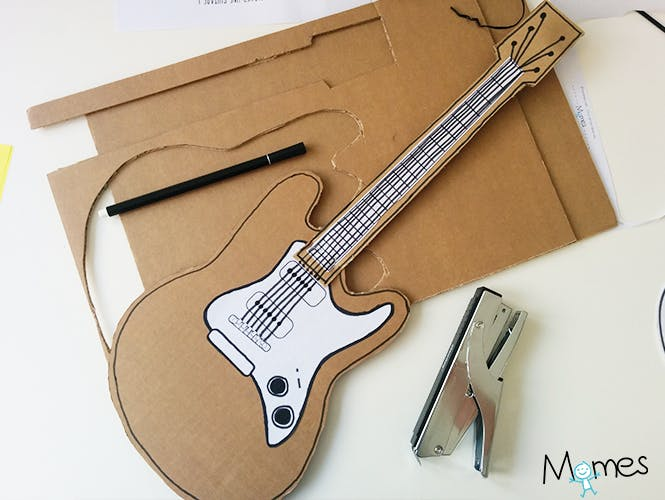 guitare en carton diy