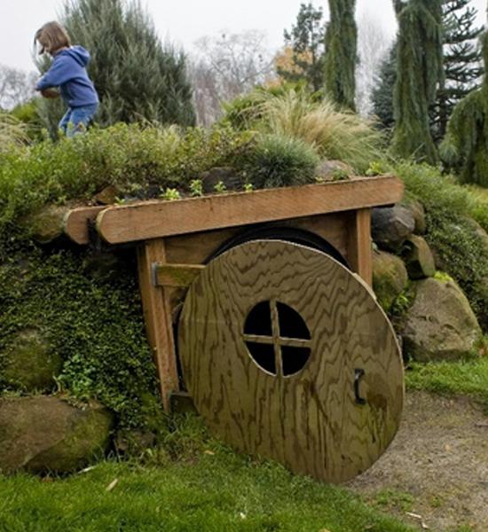 cabane originale free la colline aux cabanes propose aux randonneurs et plerins vers saint. Black Bedroom Furniture Sets. Home Design Ideas