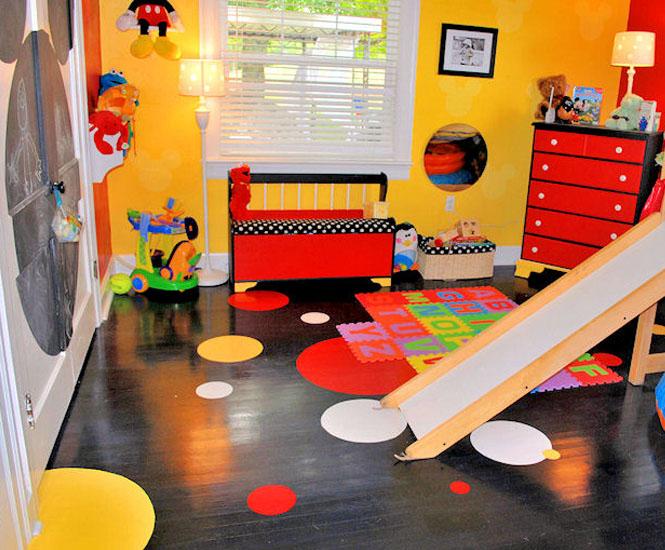 La chambre d 39 enfant la maison de mickey for Decoration mickey chambre