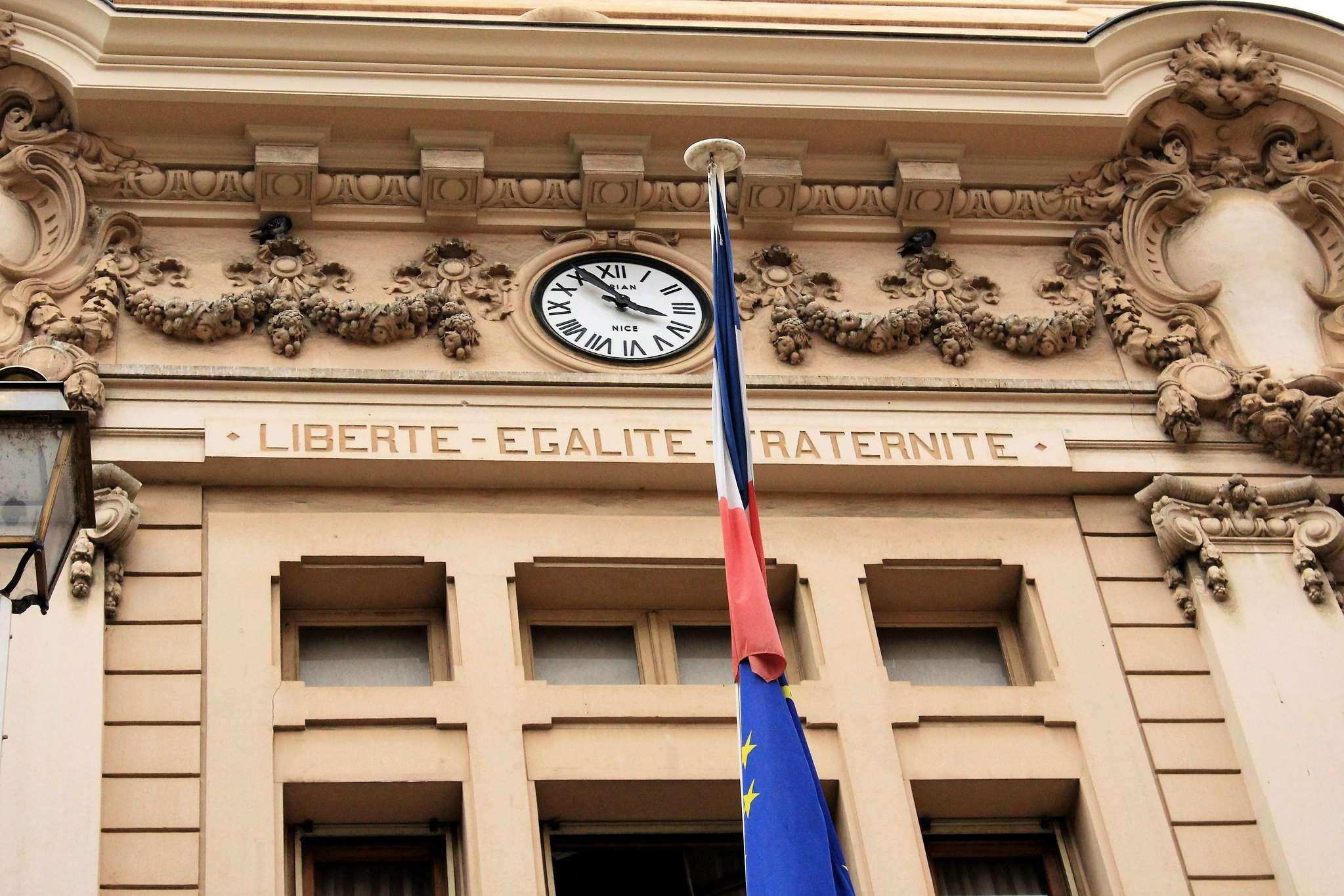 La devise de la République : « Liberté, Égalité, Fraternité »
