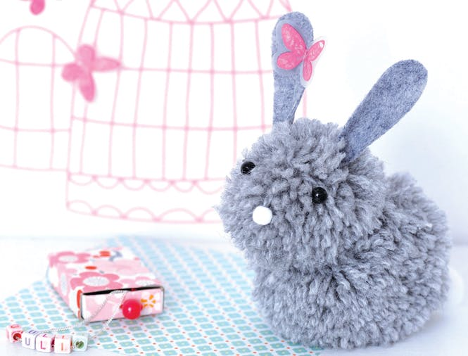 lapin gris pompons