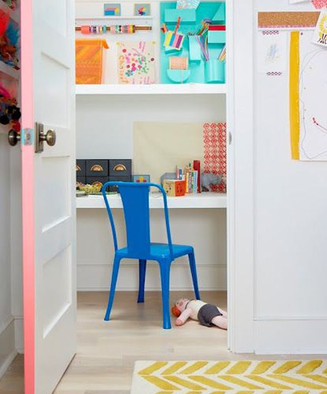 Le bureau caché dans l'armoire