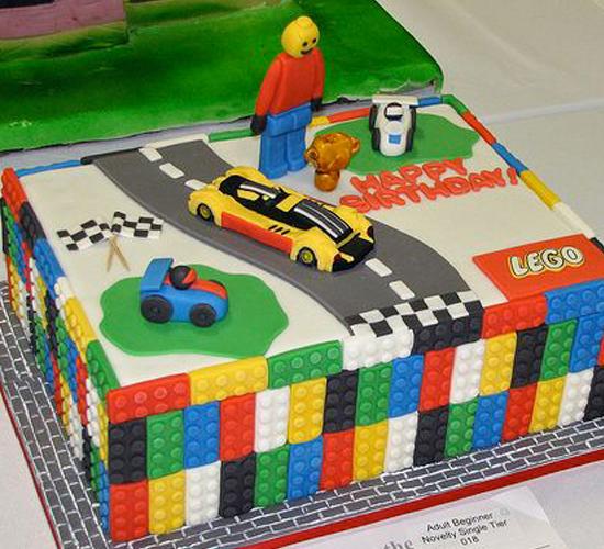 Le gâteau Lego circuit de voitures