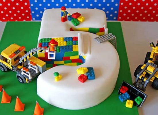 Le gâteau Lego en travaux