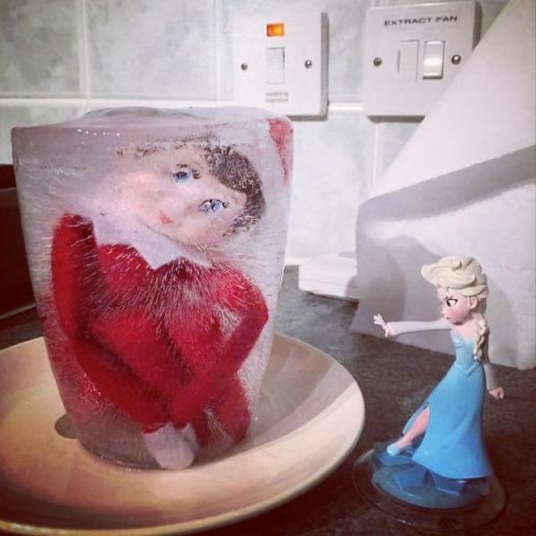 Les drôles de mises en scène des traditionnels Elfes Malicieux de Noël !