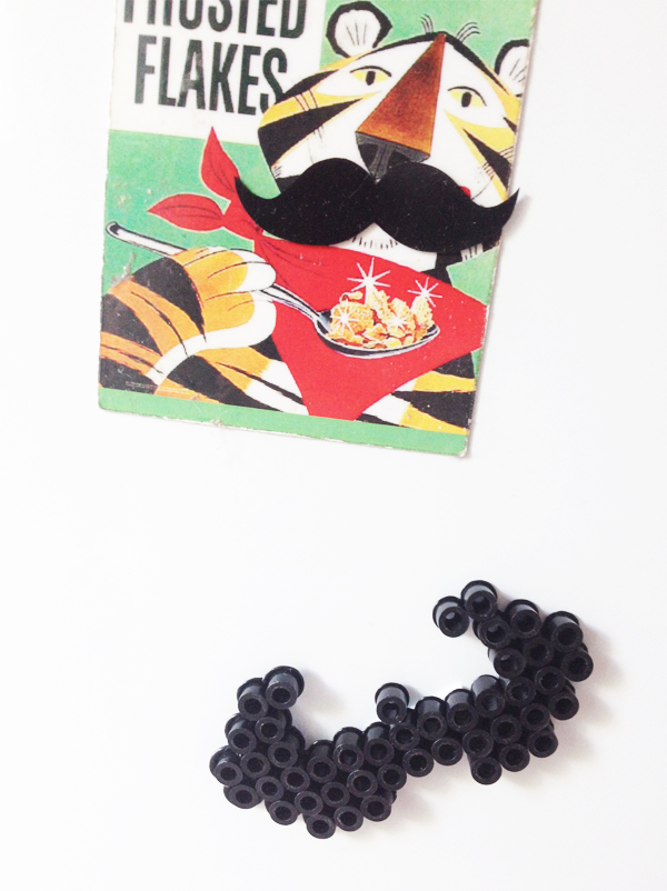Moustache en perles chauffantes