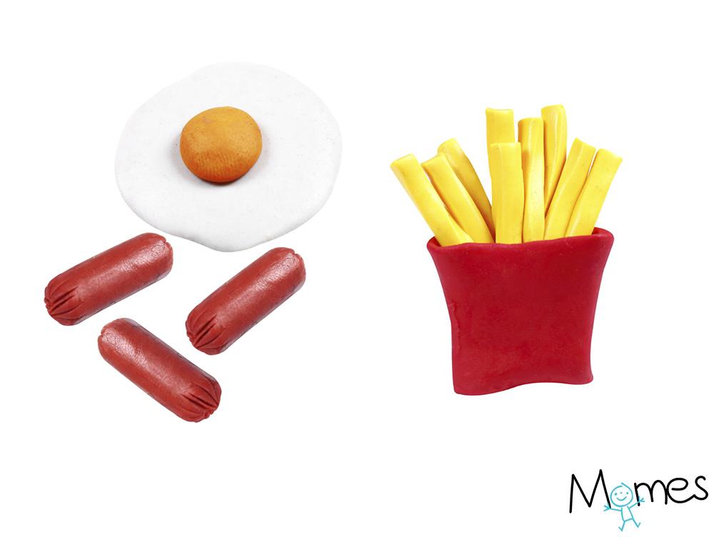 Oeufs, saucisses et frites en pâte à modeler
