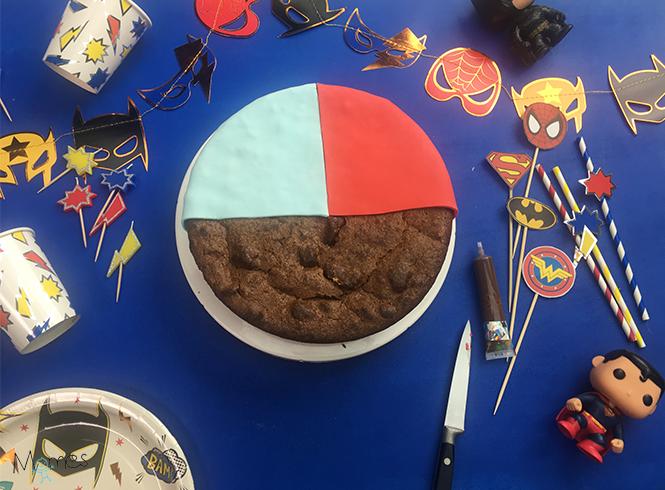 pâte à sucre sur gâteau super héros