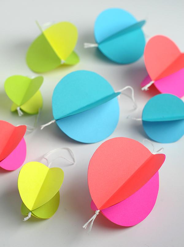 Petites boules de Noël en papier