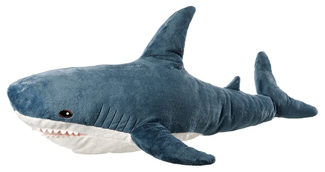 ils sont tous fous de la peluche requin bleu d 39 ikea. Black Bedroom Furniture Sets. Home Design Ideas