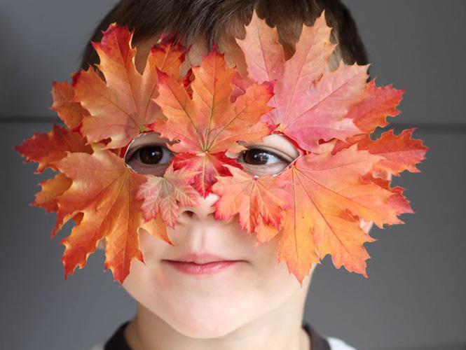 se d guiser avec un masque de feuilles. Black Bedroom Furniture Sets. Home Design Ideas