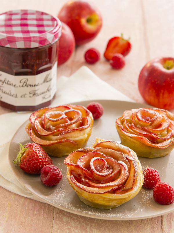 Tartelettes aux pétales de pommes et confiture de fraises Bonne Maman®