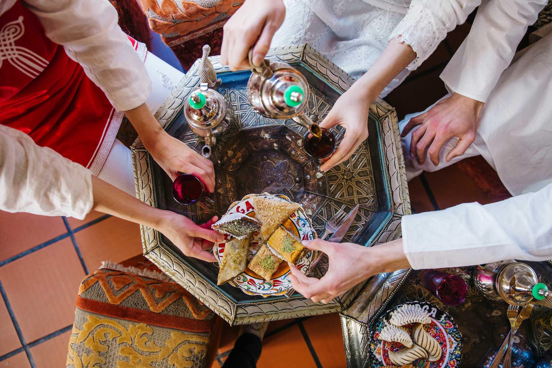 Thé et pâtisseries de l'Aïd el-Fitr