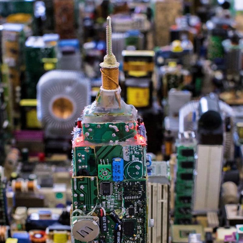 Un adolescent recrée entièrement Manhattan à partir de pièces d'ordinateur recyclé