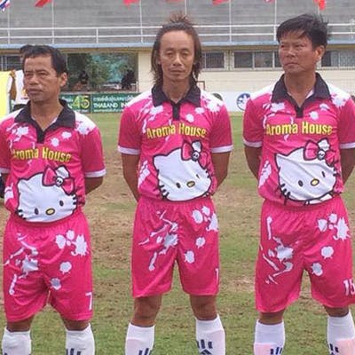 football maillot rose Hello Kitty