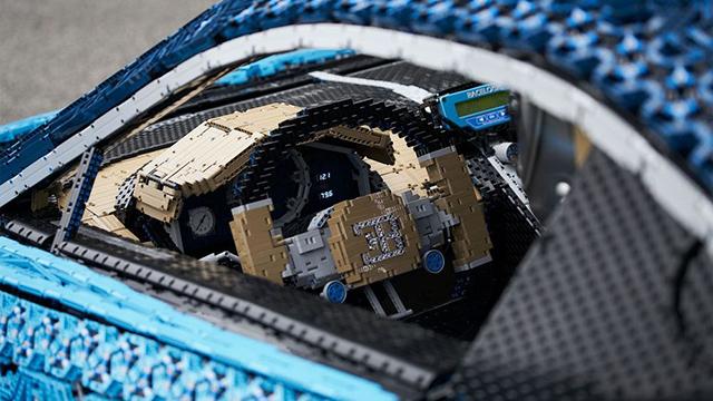 Une Bugatti grandeur nature (et pilotable) presqu'entièrement faite de Lego — Insolite