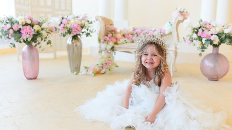 petite princesse avec un diadème
