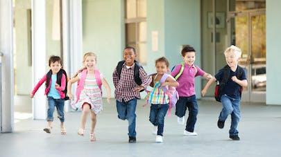 Des enfants qui courent
