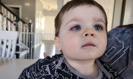 Méfiez-vous des jouets de bain : une maman raconte comment son fils a failli perdre la vue