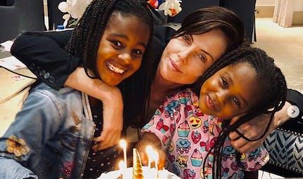 Charlize Theron, Black M, Chrissy Teigen... le diapo des people en famille
