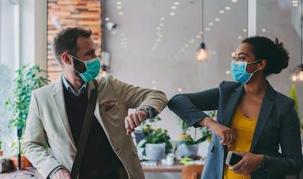 Coronavirus : pourquoi certains d'entre nous ont-ils du mal à appliquer les gestes barrières?
