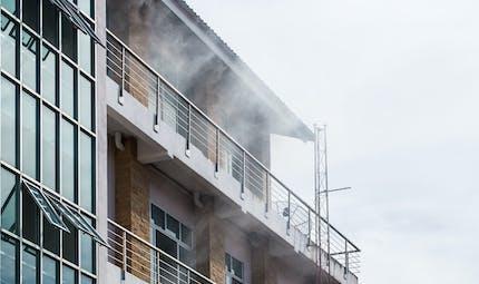 Nîmes : ils sauvent une maman et ses six enfants d'un appartement en feu