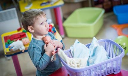 Jouer à la poupée active les zones cérébrales liées à l'empathie et aux aptitudes sociales