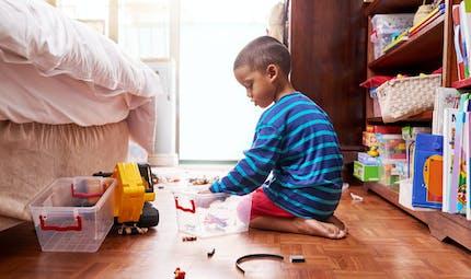 Rangement et tâches ménagères : un spécialiste donne des astuces pour motiver les enfants