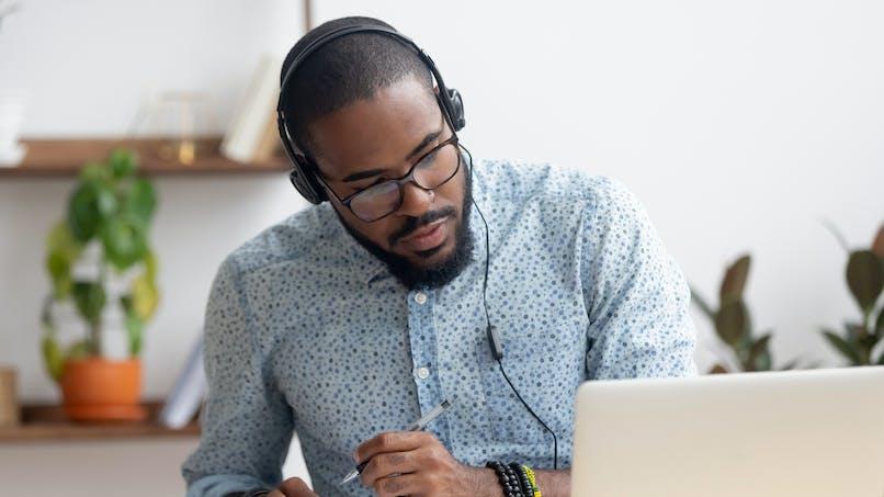 Santé auditive: le télétravail est tout aussi néfaste