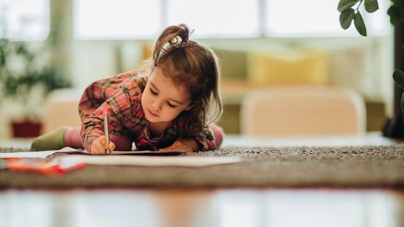 Ecrire à la main rendrait les enfants plus intelligents : une étude explique pourquoi
