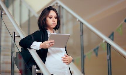 Grossesse et Covid-19 : les femmes enceintes ont droit au chômage partiel
