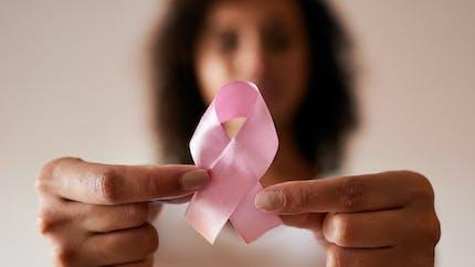 Santé : un tuto pour apprendre l'auto-palpation des seins