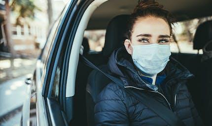 COVID-19: comment limiter le risque de transmission en voiture?