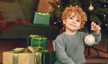 Les prénoms de garçons qui évoquent Noël, un bel hymne à la vie!