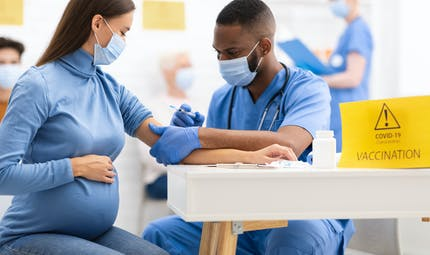 Covid-19 : la vaccination déconseillée aux femmes enceintes et allaitantes