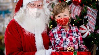 États-Unis : 50 enfants exposés au coronavirus par un Père et une Mère Noël atteints de la Covid-19