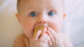Poussées dentaires : le shopping pour soulager bébé