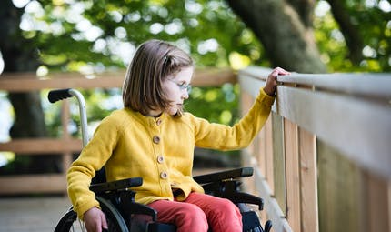 Une fillette passe six ans en chaise roulante à cause de sa mère