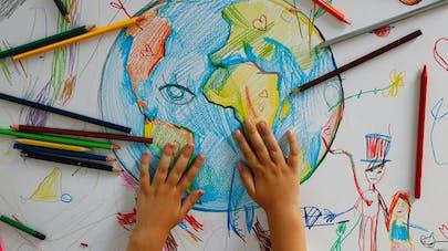 La terre dessinée et coloriée par un enfant