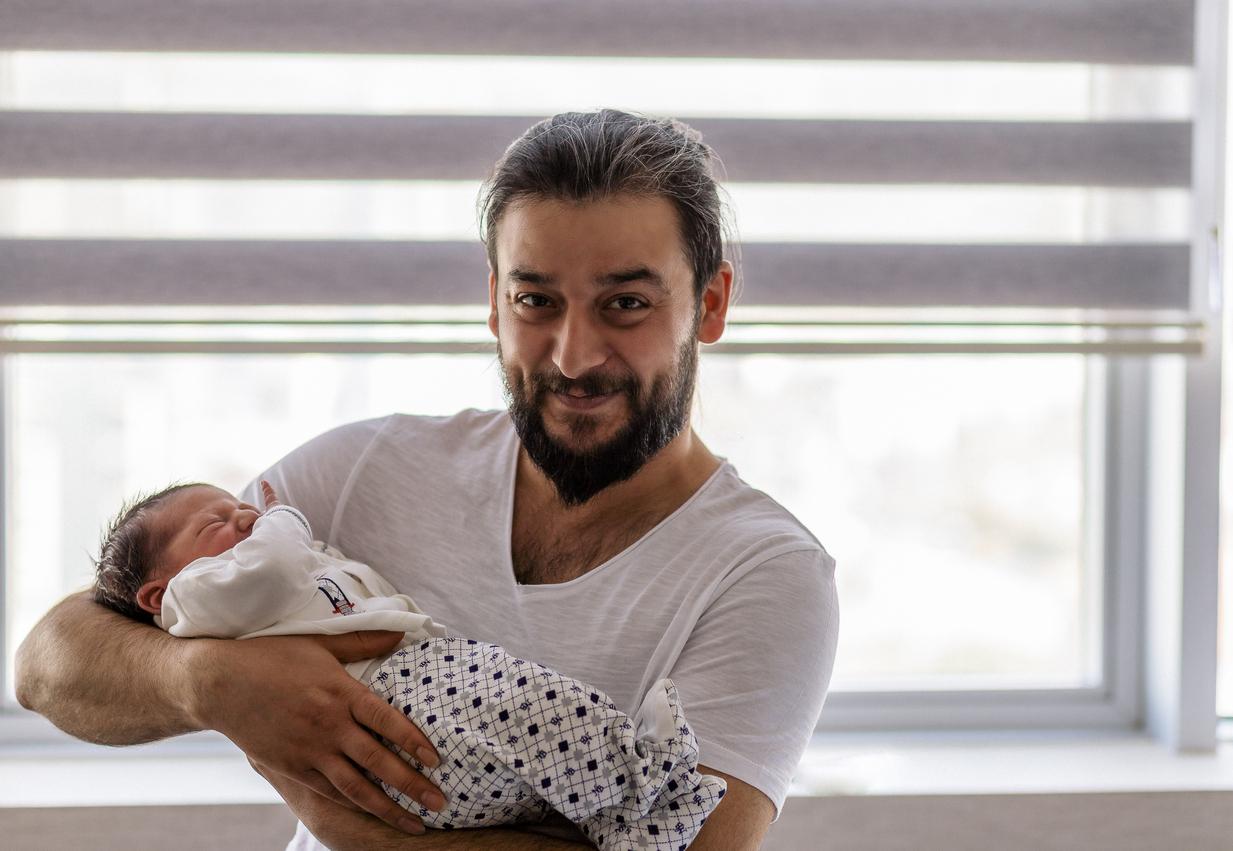 Ces pères racontent la naissance de leur enfant, toute une aventure !