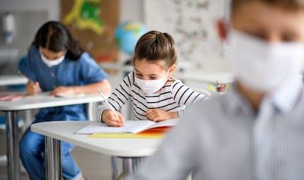 Variante anglaise du virus : le Conseil scientifique préconise de laisser les écoles ouvertes