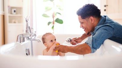 Le bain libre s'inspire du principe de motricité libre.
