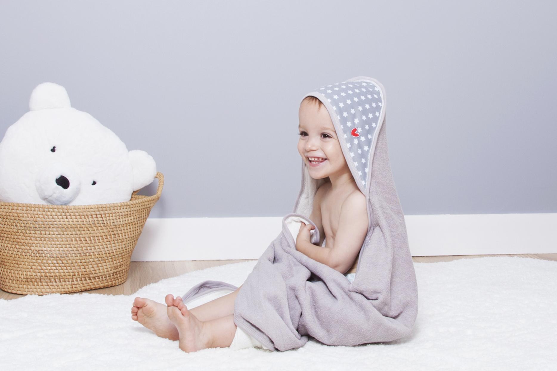 Nouvelle serviette Papillon de BABYTOLOVE en fibre de bambou avec un système laissant vos mains libres !
