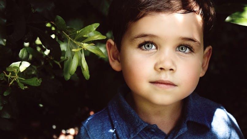 joli garçon au regard clair