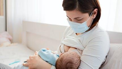 Crevasse, engorgement : les problèmes courants de l'allaitement