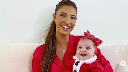 Mélanie Dedigama : après une grosse frayeur, elle rappelle l'importance de ne rien mettre dans le lit de bébé