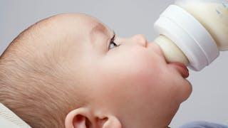 Lait anti-reflux ou lait A.R : comment choisir le lait adapté ?