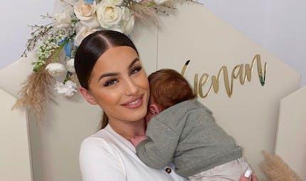 Allaitement : Kamila, en ange, allaite son fils et ravit ses fans avec sa photo