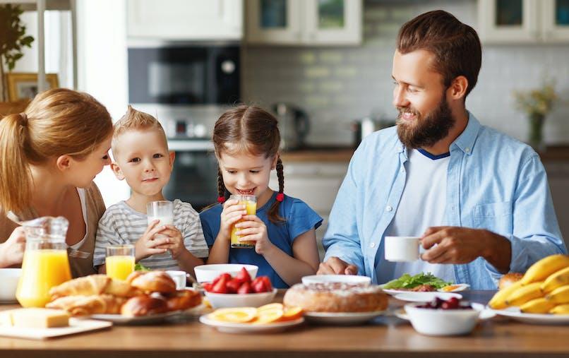 Petit-déjeuner des enfants: un repas sain et équilibré