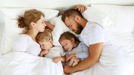 Parents-enfants : 3 exercices de sophrologie pour bien dormir
